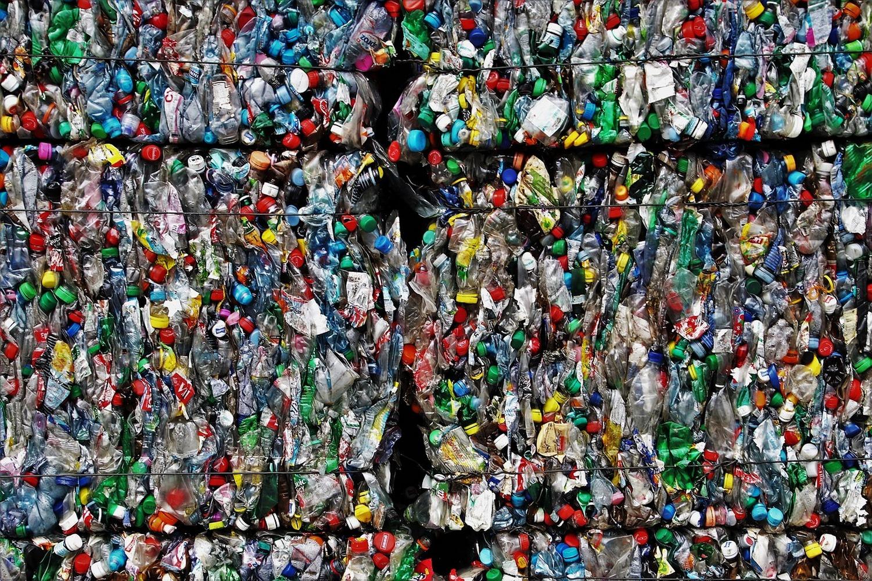 отходы от пластиковых бутылок