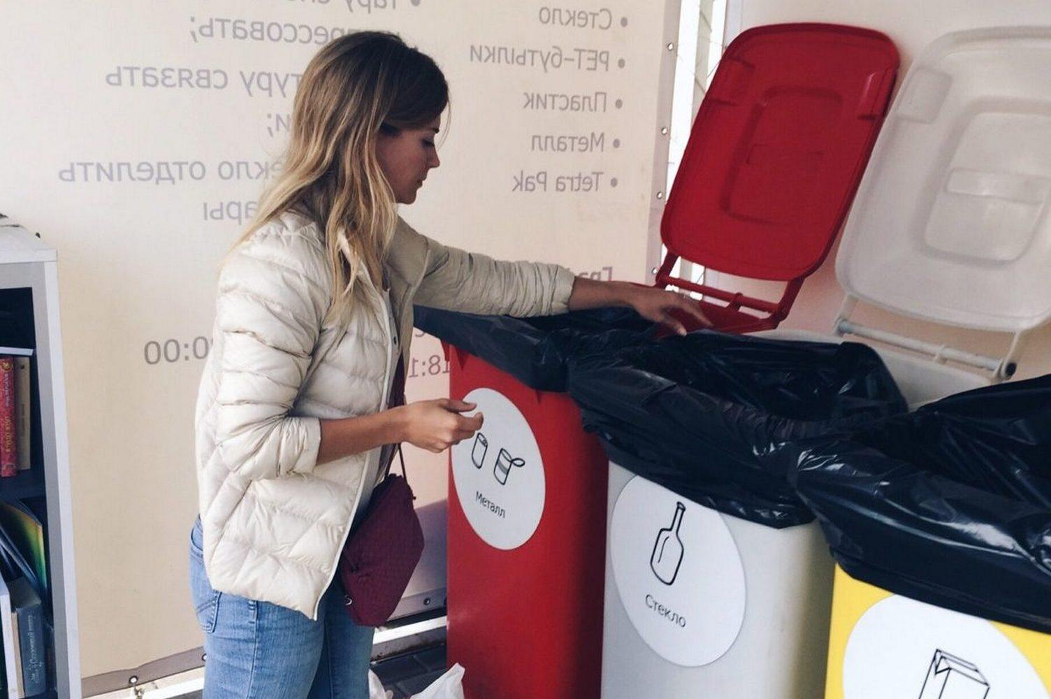 выброс мусорв в раздельные контейнеры
