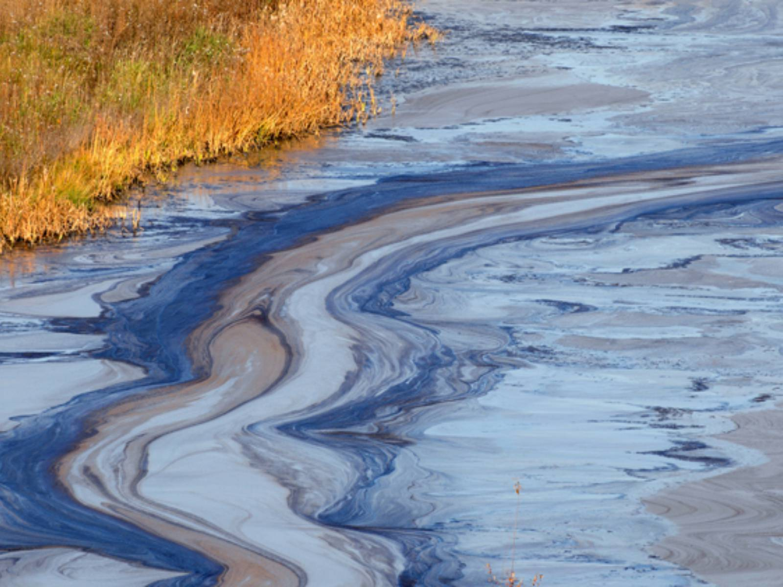 Загрязнение воды нефтью