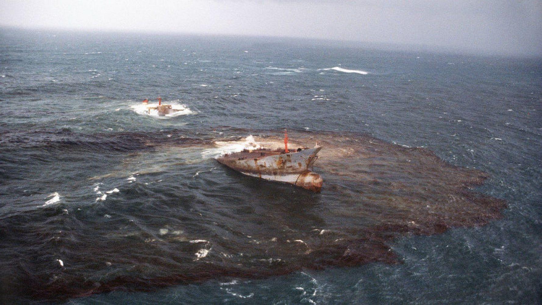 авария танкеров в море