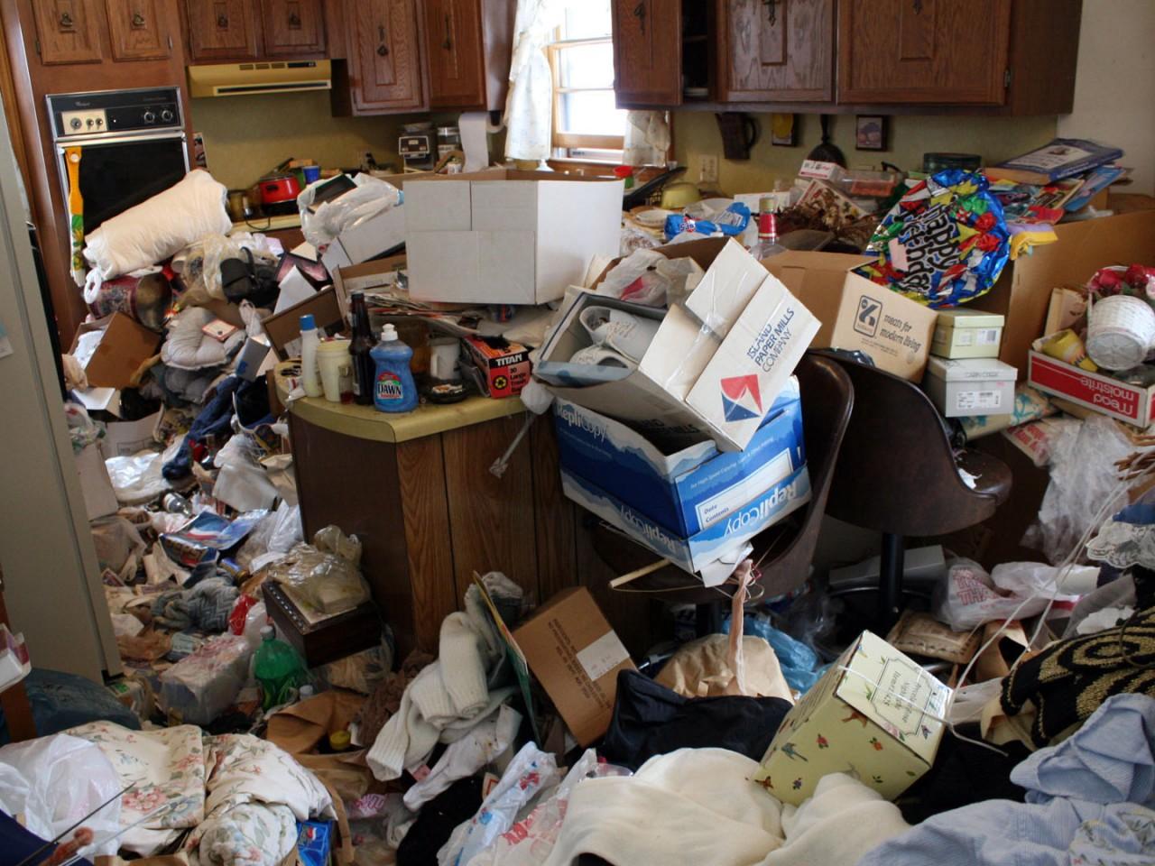 Завалы мусора в квартире