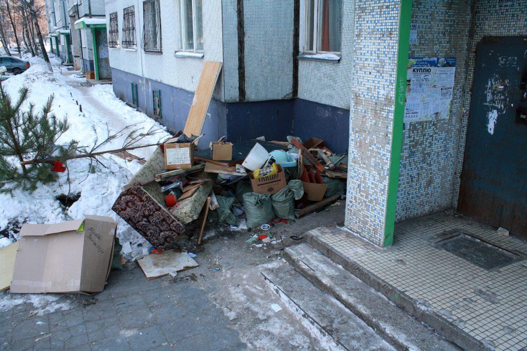 Штраф за мусор в подъезде: кто и сколько должен платить
