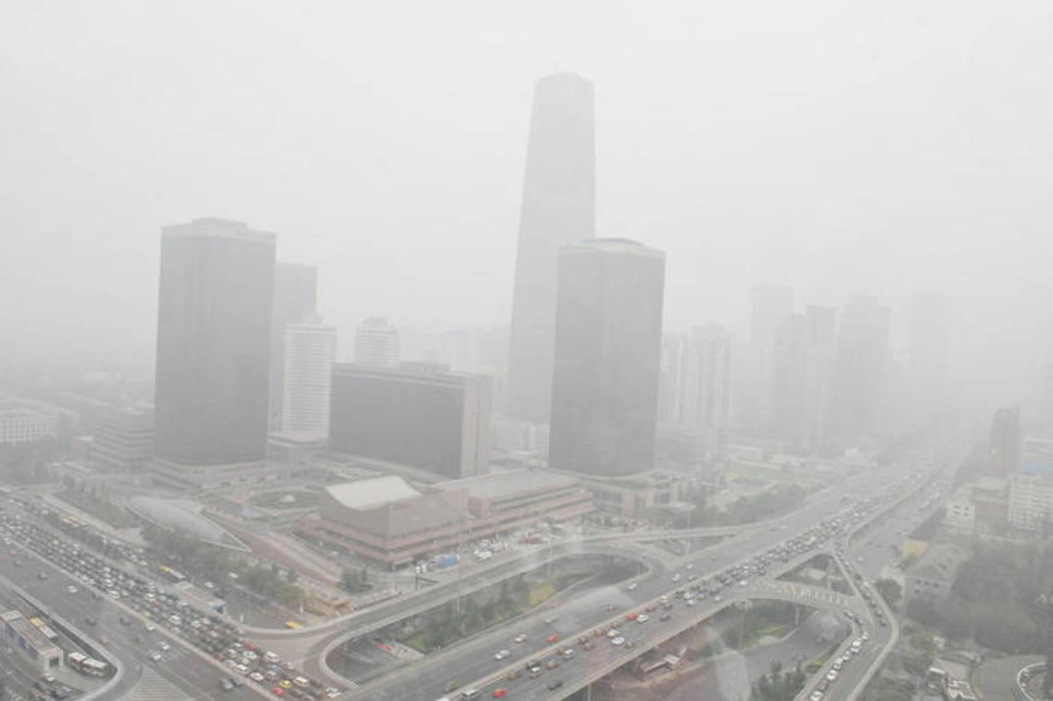 смог над городом в результате загрязнения воздуха