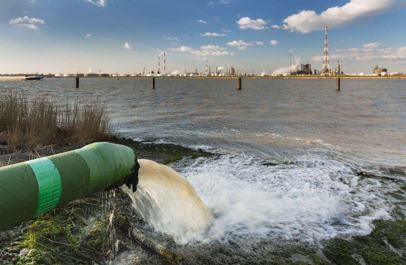 Истощение и загрязнение воды